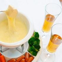 *【夕食一例】女性に人気のトロ~リ「チーズフォンデュ」メイン料理を4種類から選べます。