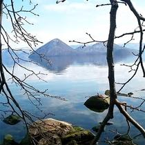 *【洞爺湖】時が止まったように穏やかな湖。忙しい心を優しくほぐしてくれるよう。