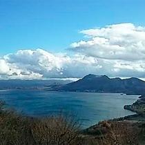 *【客室からの眺め】晴れた日にはきらめく洞爺湖ブルーを一望!気持ちもすっきりリフレッシュ。