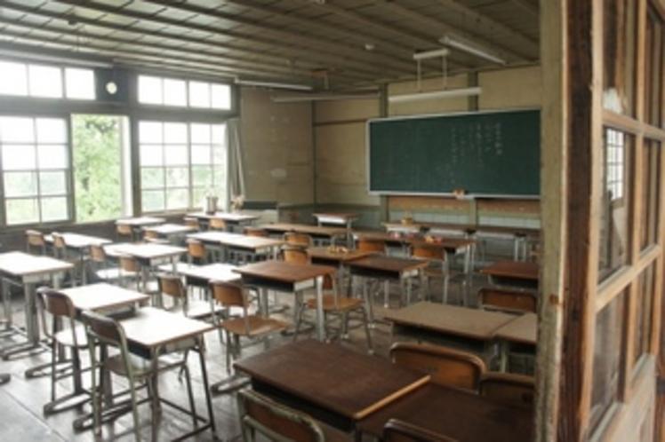 【校舎・内観】教室に差し込む光・・・とてもあたたかい気持ちになれます。