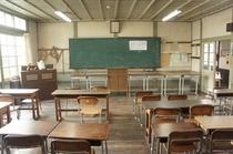 【校舎・内観】教室の全景。