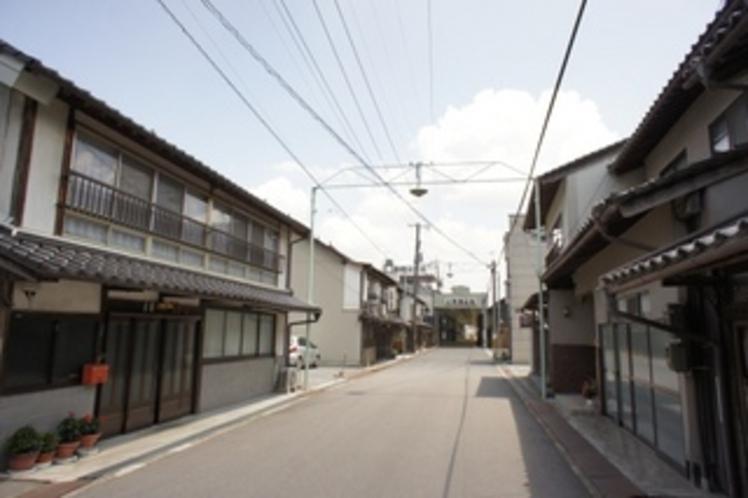 宿の前の通り