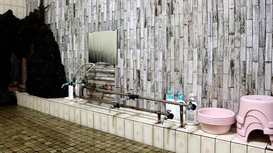 *温泉/シャワーはございません、昔ながらの蛇口式となっております。