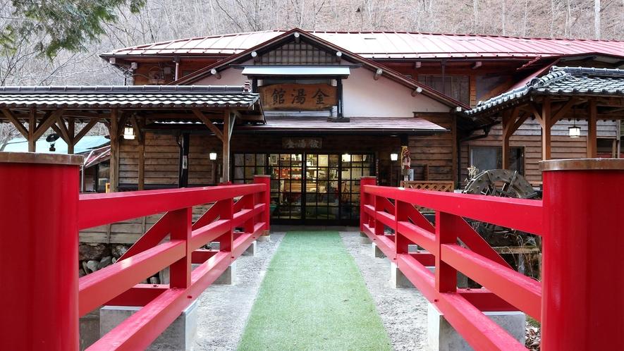 *金湯館入口。一歩足を踏み入れると明治時代のノスタルジックな雰囲気が流れる。