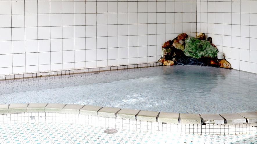 *温泉/霧積温泉の宿は当館一軒のみ。毎分300リットル湧く温泉を掛け流しで。