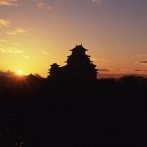 【姫路城】日の出と姫路城