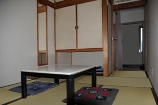 和室〈少し狭めの6畳〉バス・トイレ付〈ウォッシュレット完備〉