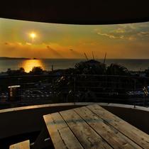 お部屋から夕日を見ることが出来ます。