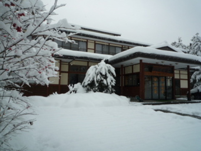 ある日の雪景色〜正面玄関〜