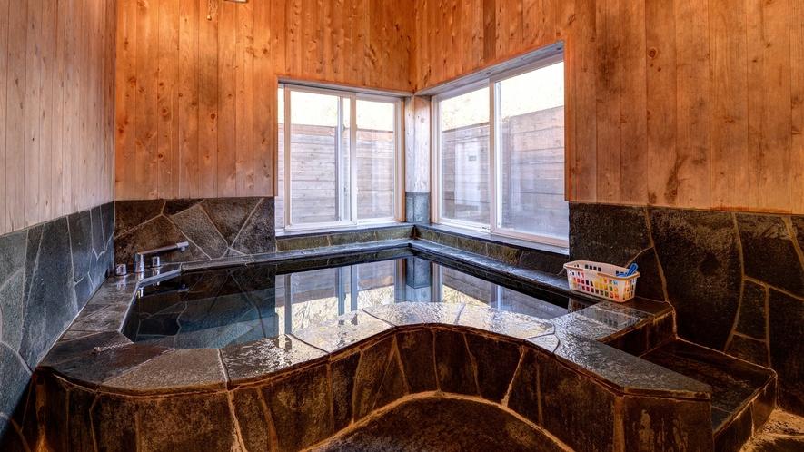 *貸切風呂①大室温泉はお肌の弱い小さなお子様でも安心のアルカリ性単純泉。