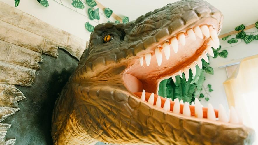 * 飛び出てる恐竜さんがお出迎え!(和洋室のみ)