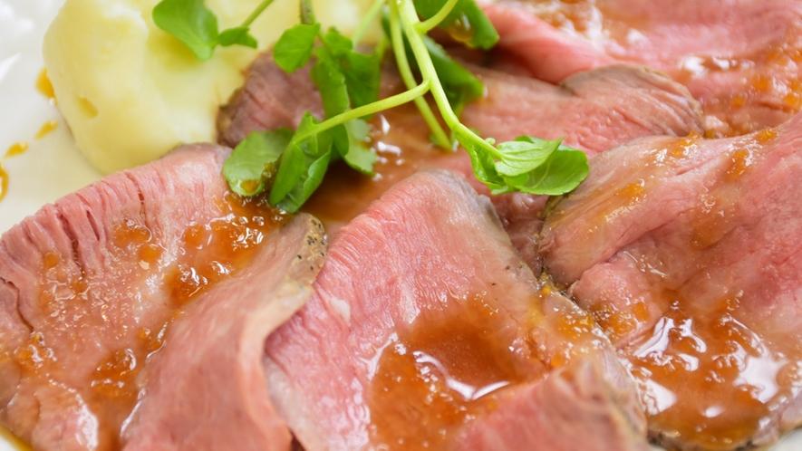 *【夕食メイン一例】しっとりやわらかなローストビーフ