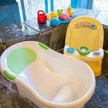 *お風呂にはお子様の遊び道具も揃っています。