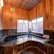 *貸切風呂①鎌田温泉はお肌の弱い小さなお子様でも安心のアルカリ性単純泉。