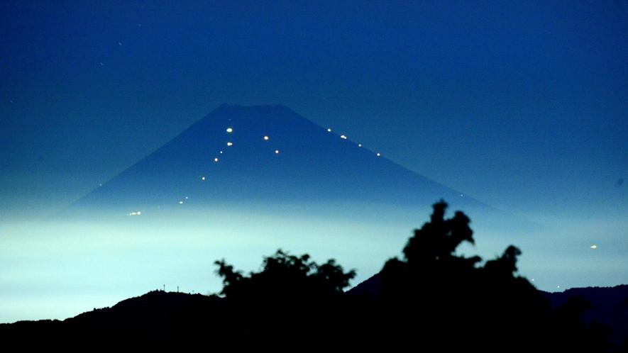 *伊豆高原から見た夏の夜の富士山