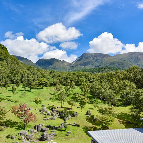 *【和室6畳_お部屋からの眺め】客室からは久住山または阿蘇五岳をご覧いただけます。