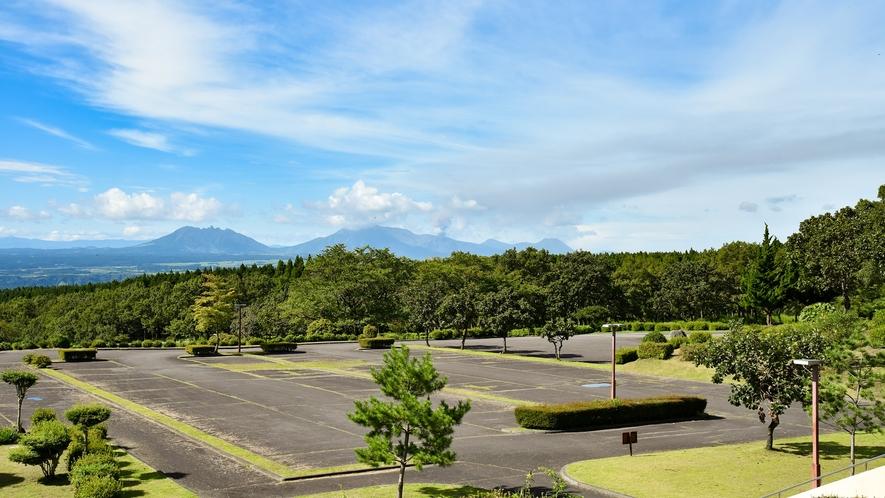 *【駐車場】200台収容可能!広々とした駐車場。