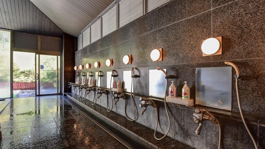 大浴場(男湯)】洗い場には、備え付けのシャンプー・リンス・ボディーソープがございます。