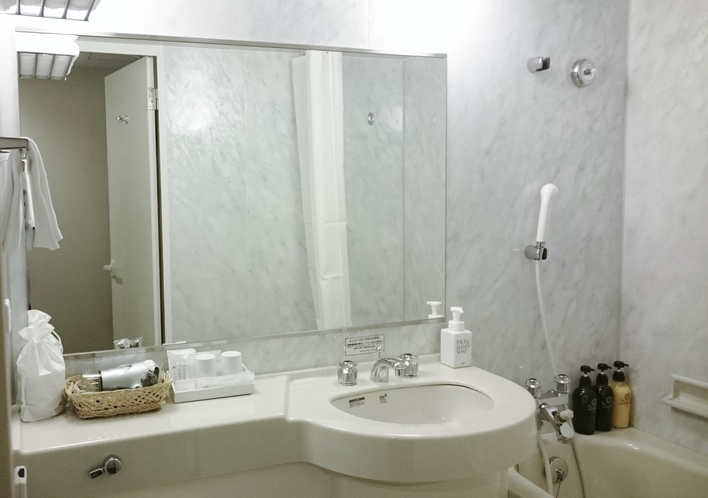ツイン ダブル バスルーム 鏡アップ
