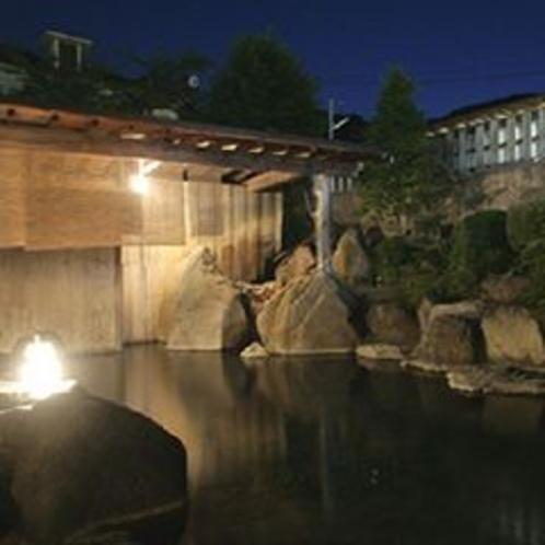 大露天岩風呂「幸運の湯」 夜景