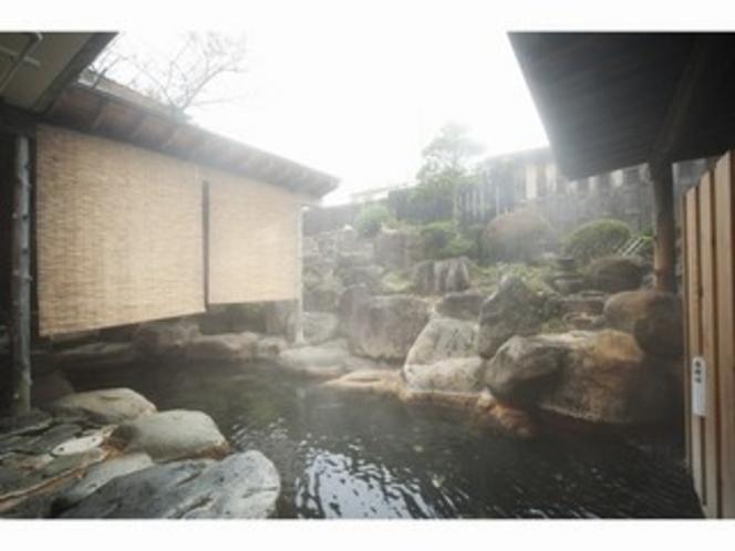 大露天岩風呂(女性側)