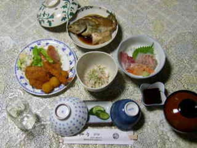 夕食(☆ちょっとリッチにお刺身付き1泊2食夕食豪華プラン の夕食の一例です。)