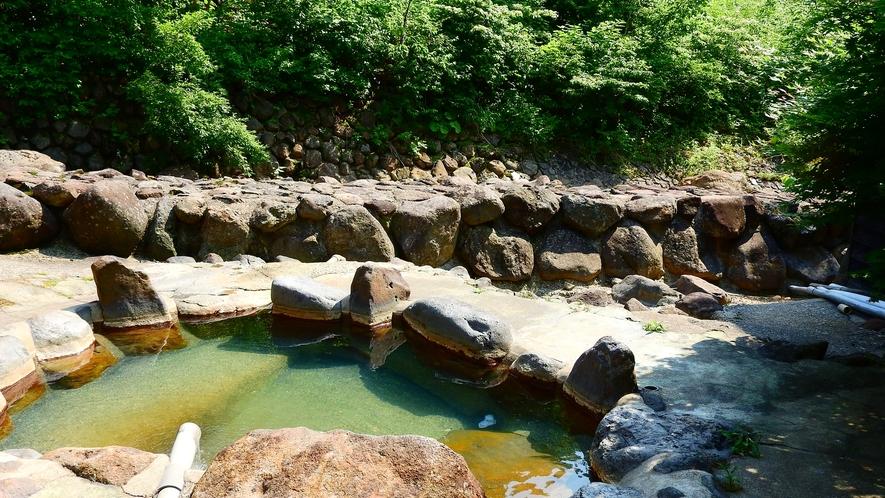 *【露天風呂】山間の静かな空間で、じっくりとカラダを癒す湯治の旅へ。