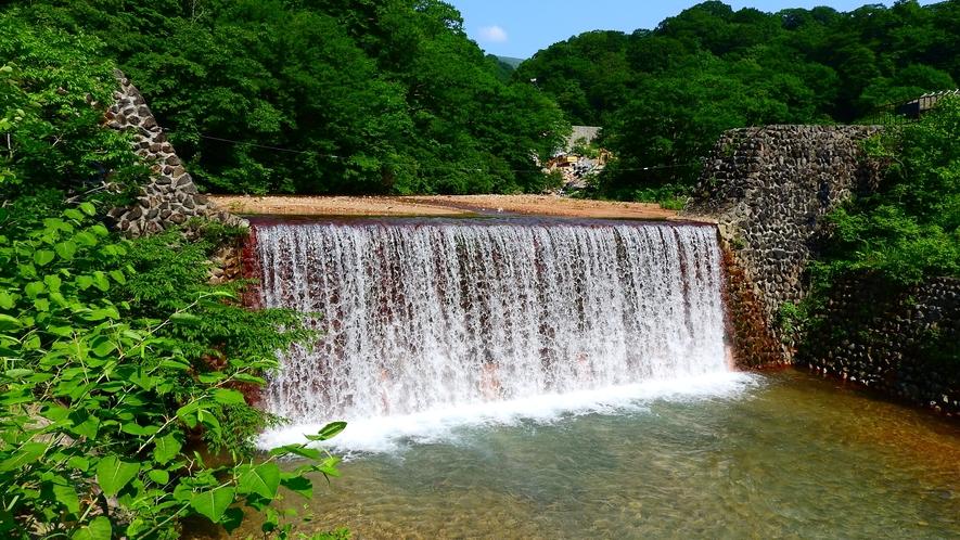 *川の音に耳を傾け、何もしない癒しの時間をお過ごしください。