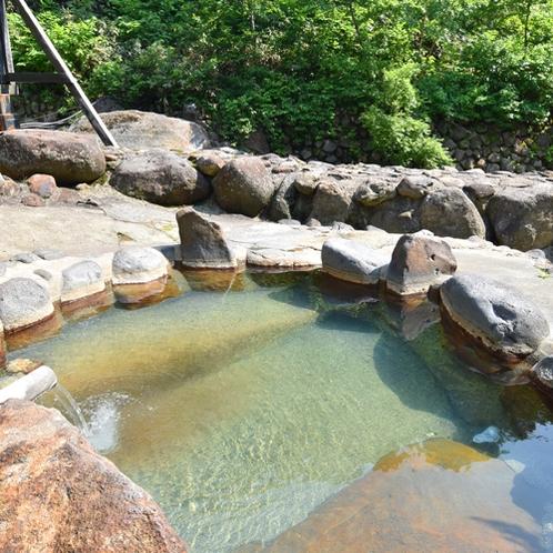 *【露天風呂】川沿いにある露天風呂。非日常の時間をお過ごしください。