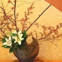 彩り豊かな季節の花がお出迎え