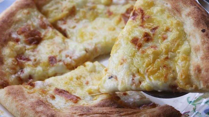 焼きたてピザ