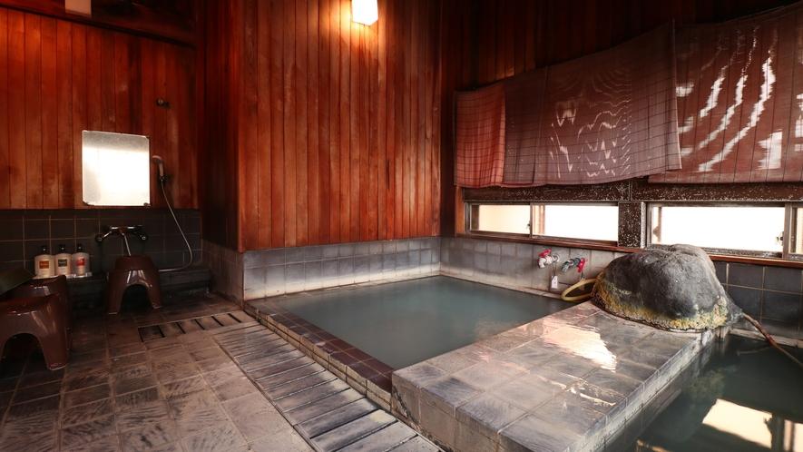 【男湯】少し広めの男湯は浴槽が2つ