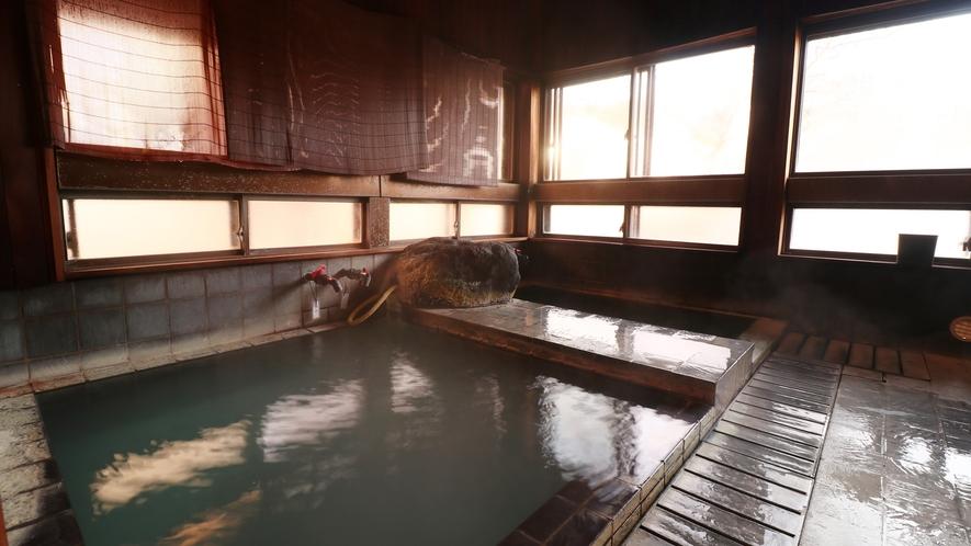 【男湯】かけ流しの天然温泉でゆっくりお寛下さい