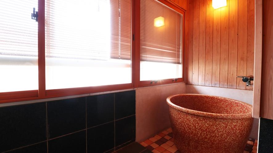 【特別室】お部屋には陶器のお風呂付