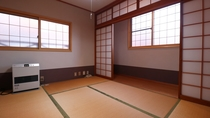 【離れ】和室の客室はグループや家族の利用に最適