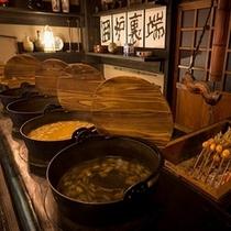 名物囲炉裏料理や田舎料理「かまど」を使用した秘伝の武家料理と地産地消ならではの創作郷土料理。。。