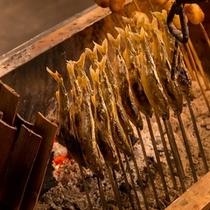 """""""囲炉裏ダイニング""""~薪がぱちぱち燃えている。。。昔懐かしい(#^.^#)においが迎えてくれた。。。"""