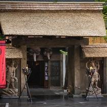 【合掌入母屋造り】広大な敷地に、数百余年の歴史が育んだ貴重な日本の原風景を再現しました。。。