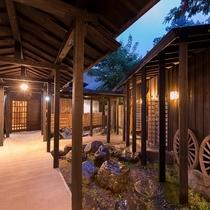 """~和風リゾートの極み~離れ「湯屋街道」湯処を繋ぐ""""湯の回廊""""温泉テーマパーク十景の湯めぐり茶屋。。。"""
