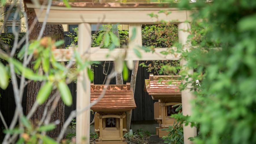 湯殿大権現 天正年間(1573~1592)愛宕大権現御分霊と共に当館敷地内に移築奉納されました。。。
