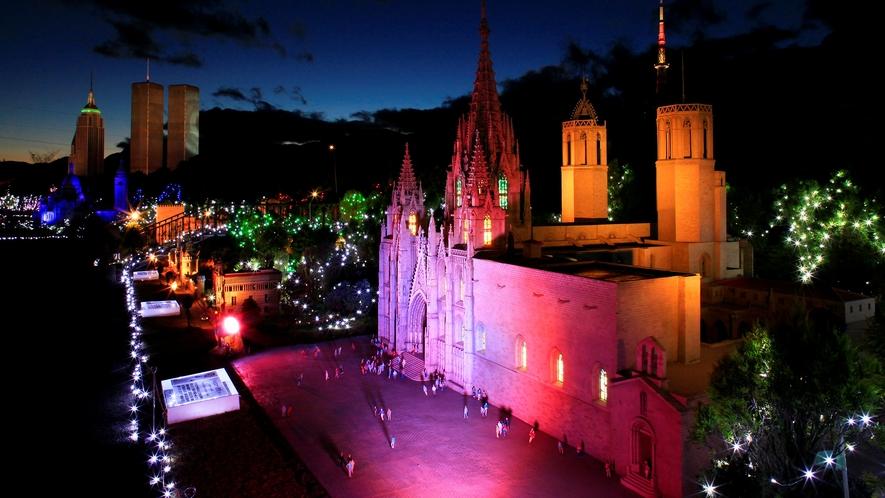 『東武ワールドスクエア』は、世界各国の有名建築物を25分の1サイズで精巧に再現したテーマパークです。