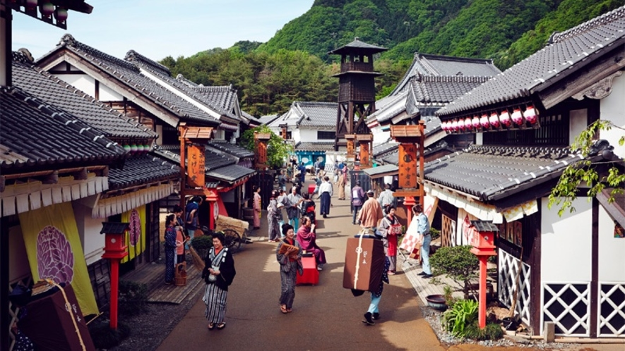 『EDO WONDERLAND日光江戸村』は、広大な敷地に江戸時代を再現したカルチュラルパークです。