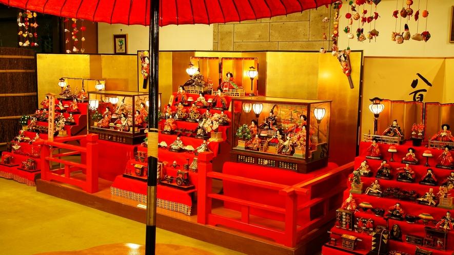 """日本の伝統行事""""雛祭り""""手作りの吊るし雛など『蔵』と調和した、雅な「和」の空間が【揚羽】を彩ります!"""