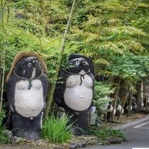 たぬきのお宿? 狸の恩返し(・・?かやぶき屋根に雪燈籠…ここはまさに日本昔話の世界が広がる宿。。。