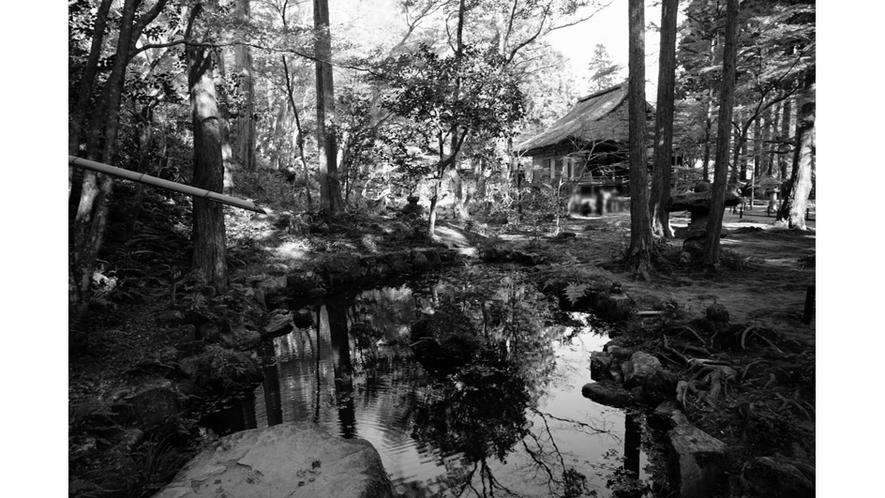 当家の邸宅は庭園にございました。自然の地形を巧みに利用し、総面積二千坪、茅葺入母屋造りです。