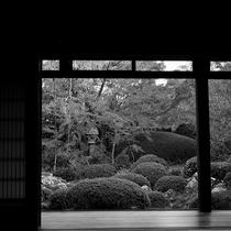 江戸後期(170年前)に日光東照宮の「名工」が28年かけて完成させ、古い様式の生活をしのばせます。