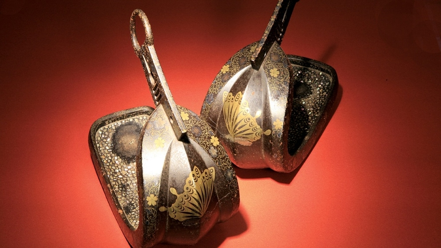 """鎧兜武具・蒔絵・古伊万里・日本の灯火器など""""貴重""""な品々を集めて展示されております。。。"""