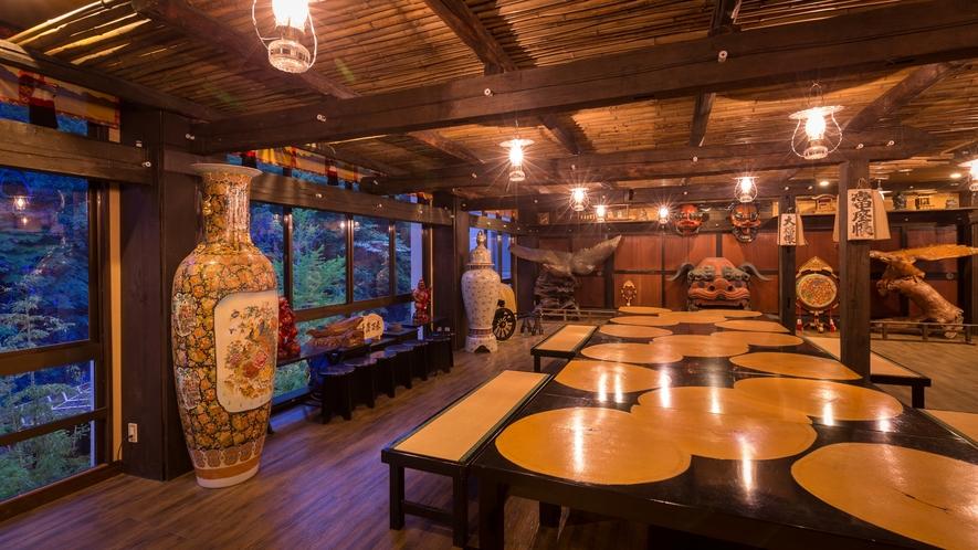 フロント、くつろぎ処、お土産処、古民家BARなどを有する、当館のメインフロアとなっております(^^♪