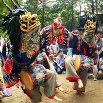 """先祖を祀る村の鎮守祭り天狗の先導で""""獅子舞""""が奉納されます。古くから地元に伝わるお祭りです♪"""