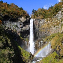 【華厳の滝】は見る場所や季節で七変化!高さ97mもの水が一気に落下する姿は大迫力!『日本三名瀑』